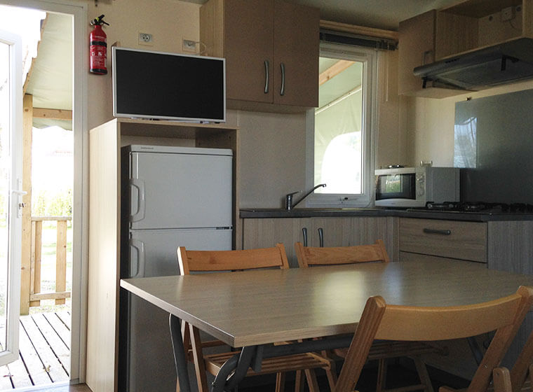 Coin cuisine mobil-home Super Titania camping Val d'Amour