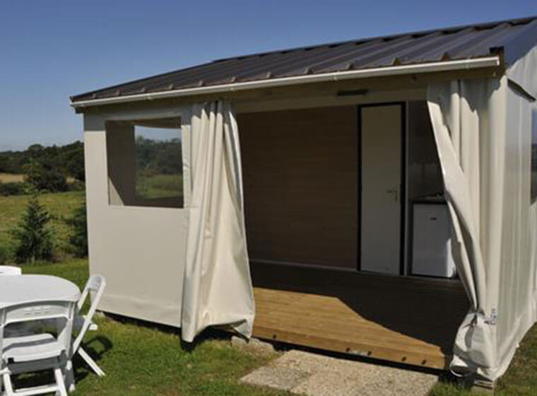 Covered and closed terrace area of ​​the Tithome mobile home in the Jura